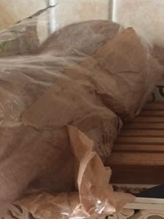 Qu'y a-il dans ce sac en papier qui contenait le pain ?